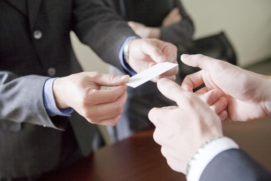 How to Exchange Business Cards in China | CultureReady